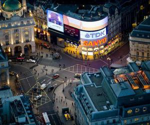 london and Picadilly Circus image