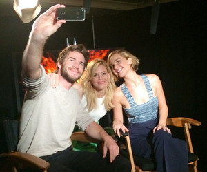 Elizabeth Banks, liam hemsworth, and Jennifer Lawrence image