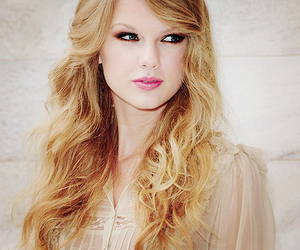 Taylor Swift, blonde, and hair image
