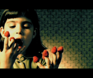amelie and strawberry image