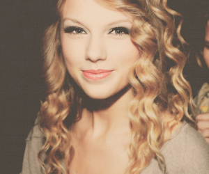curly, hair, and taylorswift image