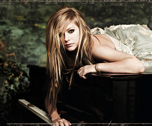 Avril Lavigne, photoshoot, and 2010 image