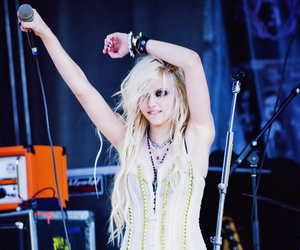 girl, sexy, and Taylor Momsen image