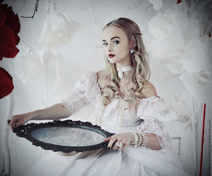 mirror, photography, and white queen image