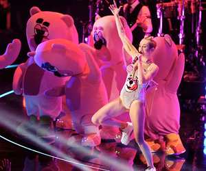 miley cyrus, bangerz tour, and show image