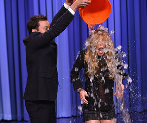 lindsay lohan and ice bucket challenge image