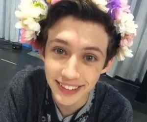 troye sivan, smile, and boy image