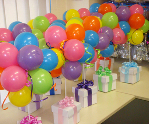 balloons and gift image