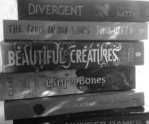 books, divergent, and reading image
