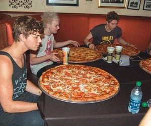 5sos, pizza, and 5 seconds of summer image