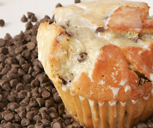 chocolate chips and chocolate chip muffin image