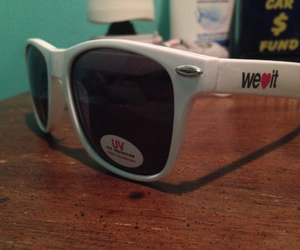 sunglasses, weheartit, and socialcon image