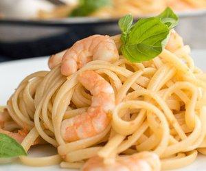 pasta, shrimp, and white wine image