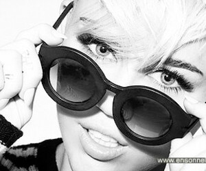 beauty, miley cyrus, and smiler image
