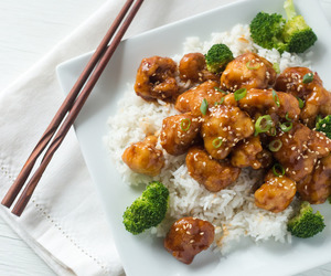 cauliflower, chinese, and general tso's image