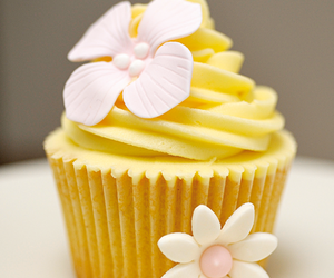 cupcake, flowers, and yummy image