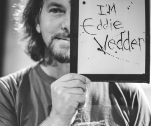 eddie vedder and rock image