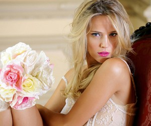model and luisana lopilato image