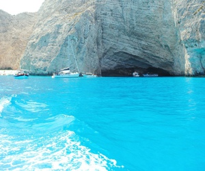 sea, blue, and paradise image