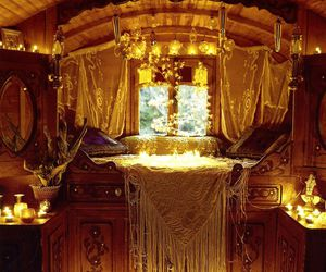 gypsy, bedroom, and Caravan image