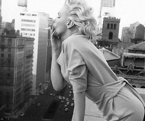Marilyn Monroe, smoking, and black and white image