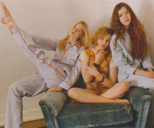 curl, hailee steinfeld, and Elle Fanning image