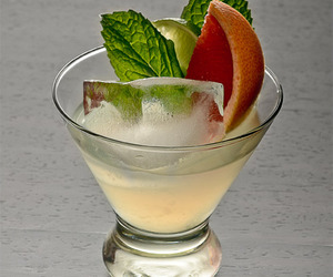 beverage, alcoholic cocktails, and alcoholic mixed drinks image