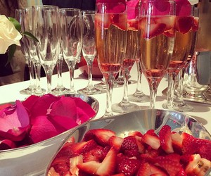 strawberry, luxury, and drink image