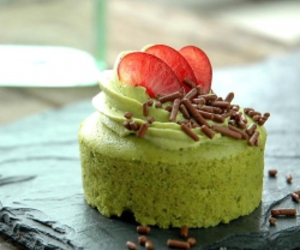 green tea and cheesecake image