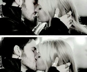 once upon a time, capitan hook, and emma swan image