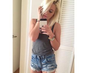 bea, grunge, and shorts image