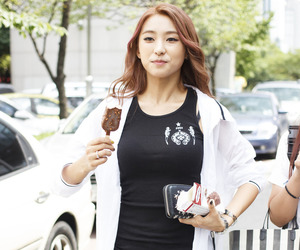 bora and yoon bora image