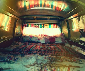 bed and travel image