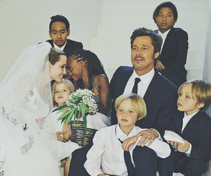Angelina Jolie, brad pitt, and family image