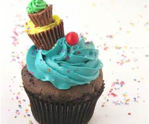 cupcake, food, and peanut butter cup image