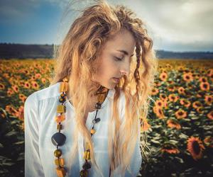 girl, natural, and sunflowers image