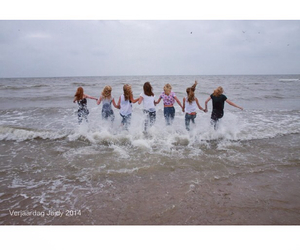 beach, fotoshoot, and friends image