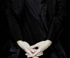 hands and black image