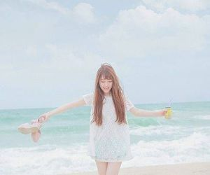 girl, beach, and ulzzang image