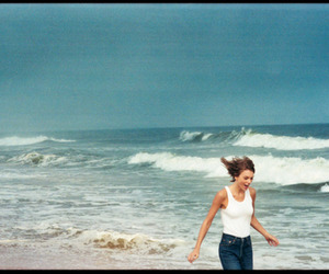 Taylor Swift, beach, and rolling stone image