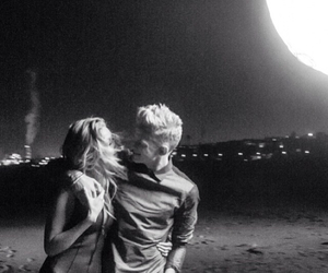cody simpson, gigi hadid, and couple image