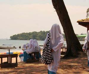 girl, islam, and Malaysia image