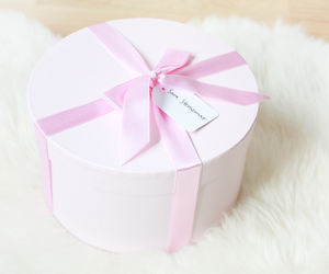 gift, pastel, and box image