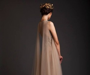 dress and Queen image