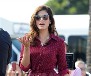 eva mendes and street style image