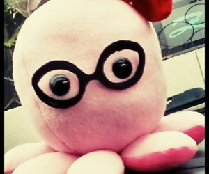 gafas, peluche, and pink image