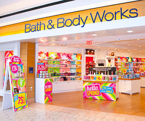 mall, store, and bath and body works image
