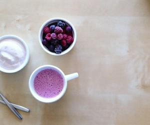 berries, blueberry, and creme image