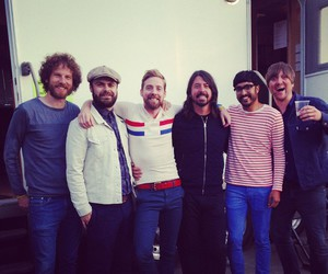 dave grohl and kaiser chiefs image