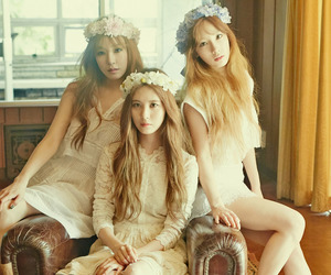 queens, taeyeon, and girls' generation image